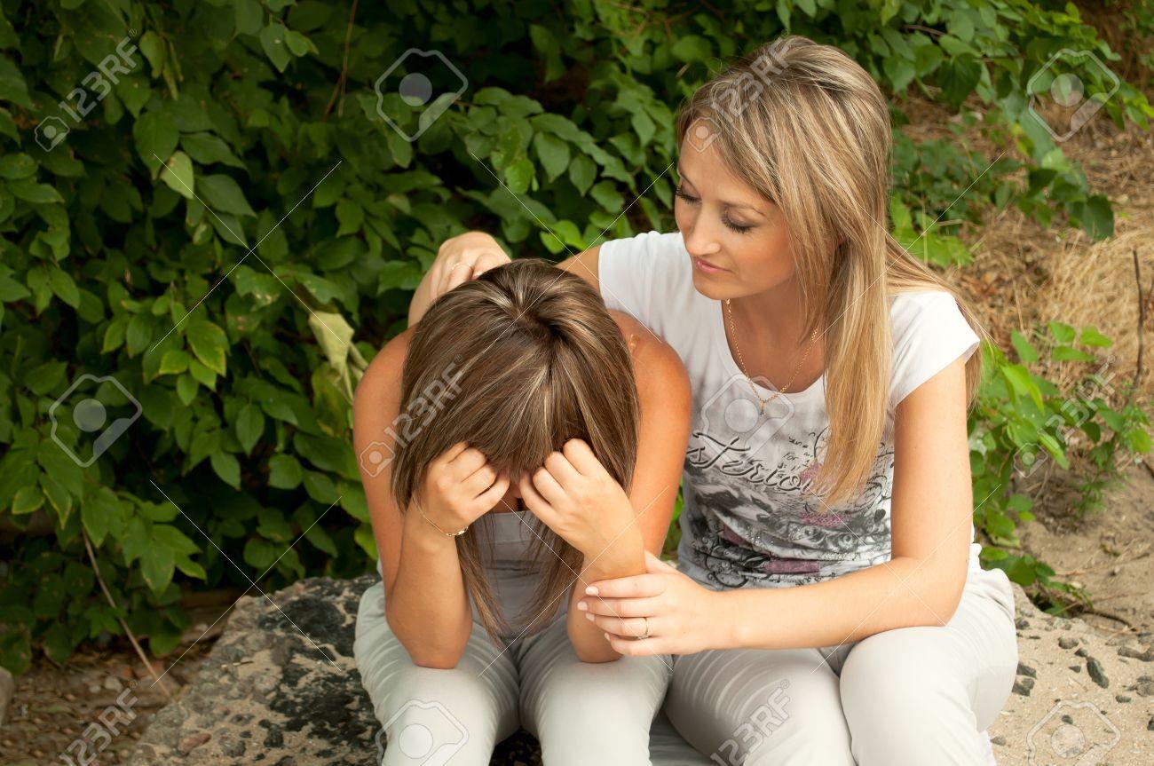 Склонила свою подругу, Сучка склонила девушку к клиторальным лизаниям 25 фотография