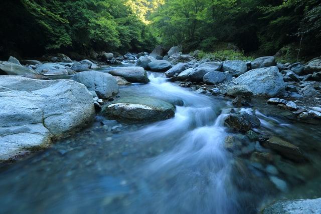 water - eddys -  kazuend-cCthPLHmrzI-unsplash.jpg
